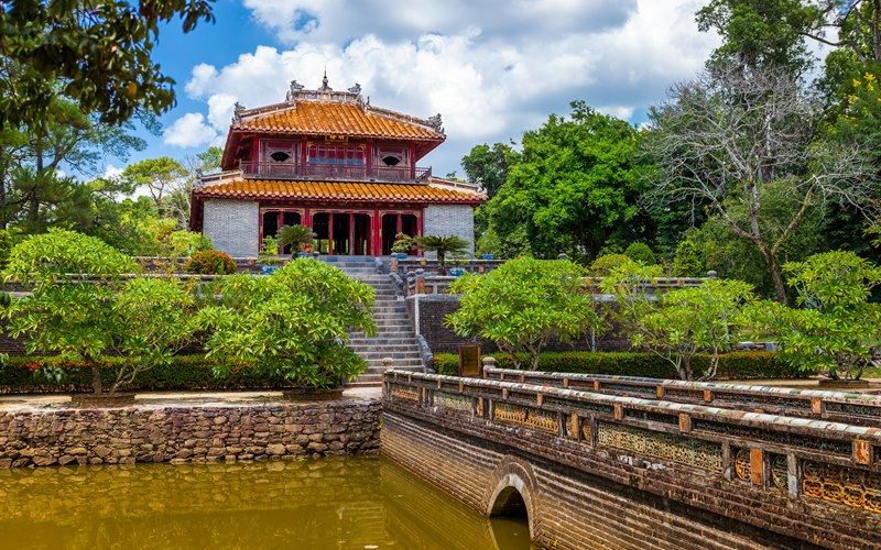 Trung-Dao-bridge-at-Minh-Mang-Emperor-Tomb-in-Hue-2019